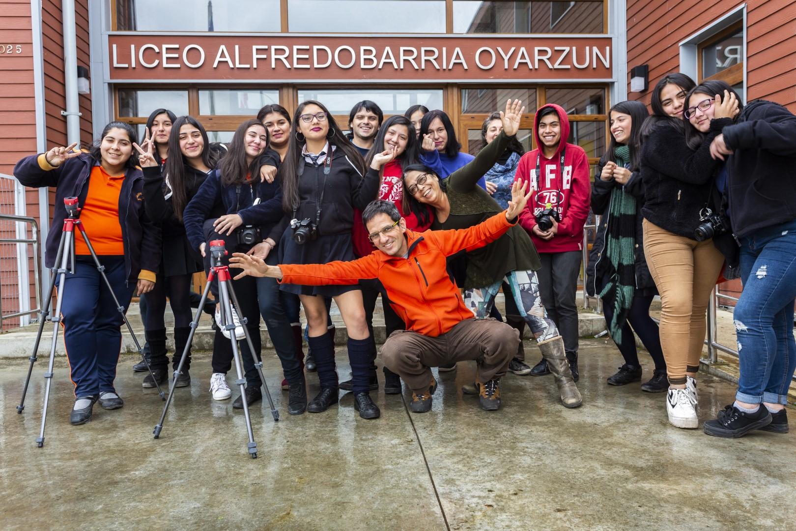 ESTUDIANTES DE NUESTRO LICEO APRENDEN TÉCNICAS DE FOTOGRAFÍA.